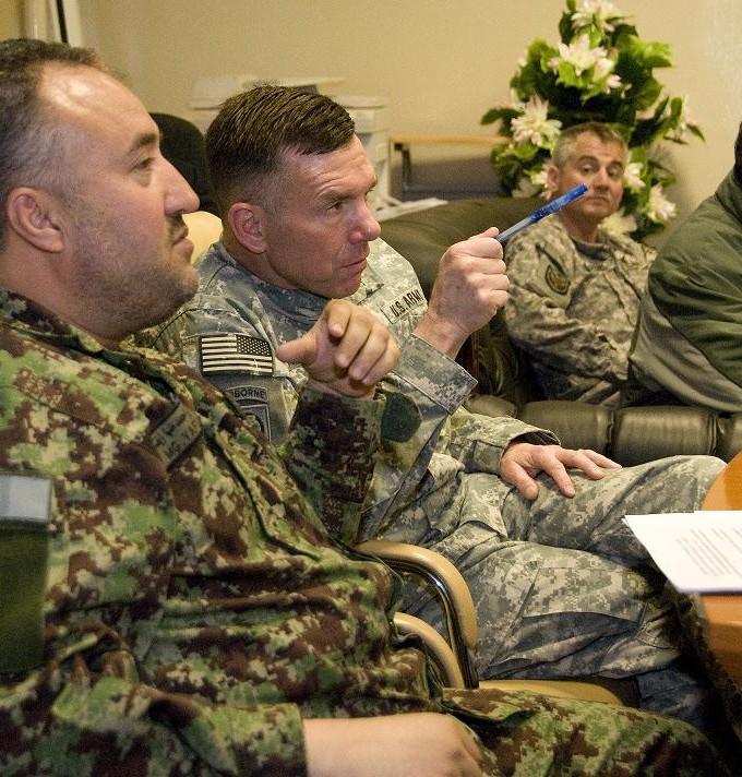 Le général Caldwell est accusé par ses subordonnés d'avoir pris des libertés avec l'application des opérations psychologiques.