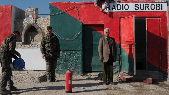 Captain Teacher, un journaliste en uniforme français pour monter une radio afghane