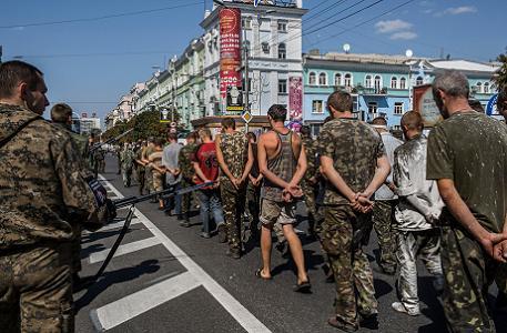 Prisonniers ukrainiens à Donetsk.