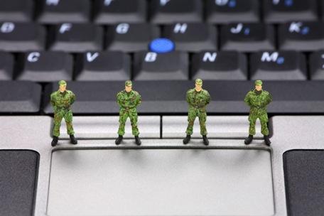 Assange et «l'occupation militaire du web»